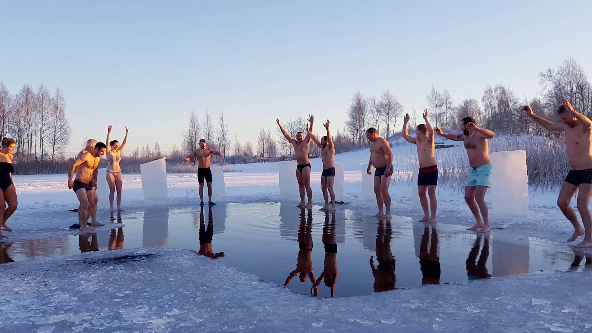 Maudynės lediniame vandenyje - atgaiva žmogaus kūnui ir sielai