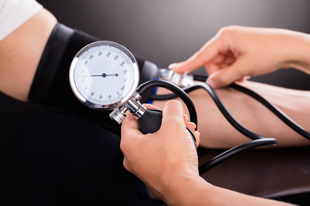 skambėjimas su hipertenzija