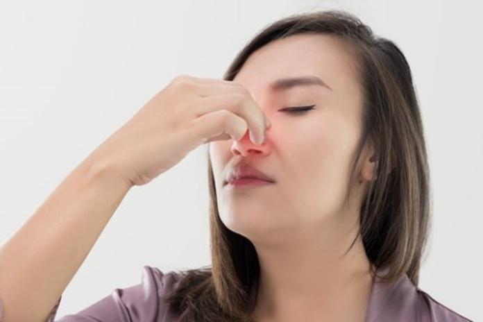 kraujavimas iš nosies dėl hipertenzijos pirmosios pagalbos vaistų)