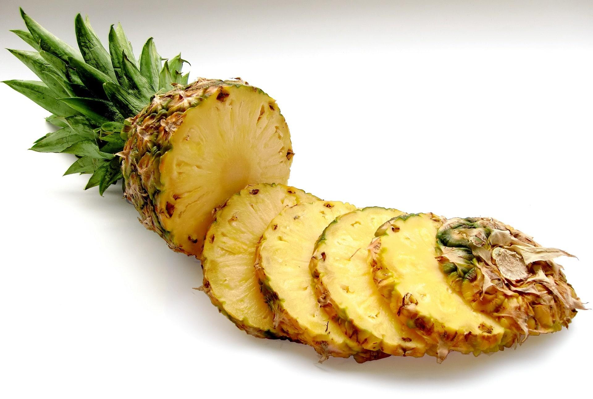 10 priežasčių, kodėl turėtumėte valgyti ananasą