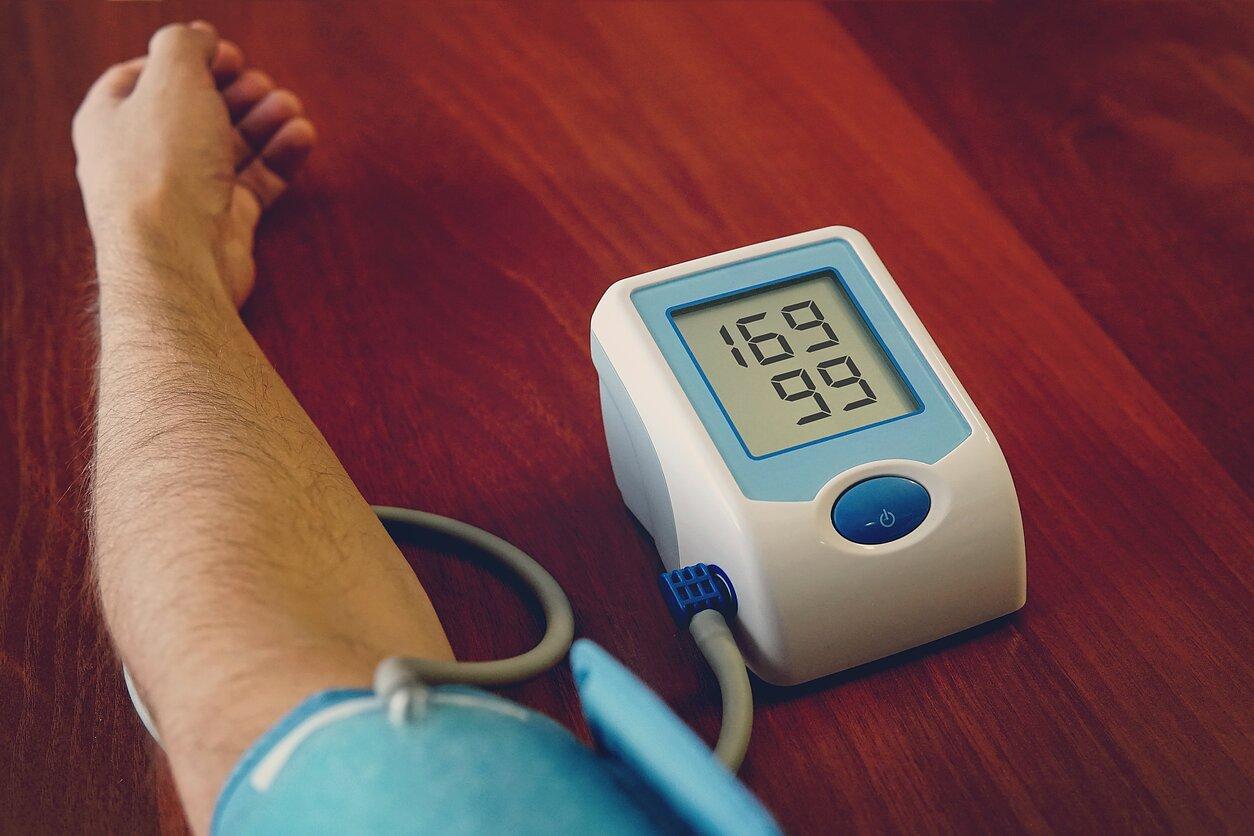 hipertenzijos požymiai analizėse mėlynoji jodo hipertenzija