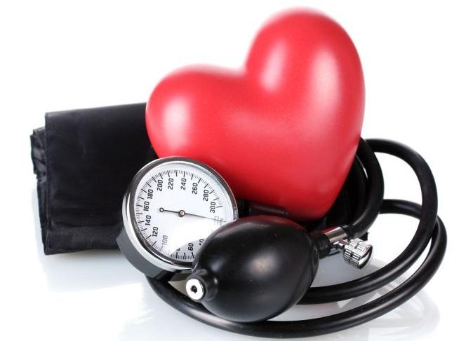 kairiojo prieširdžio išsiplėtimas esant hipertenzijai
