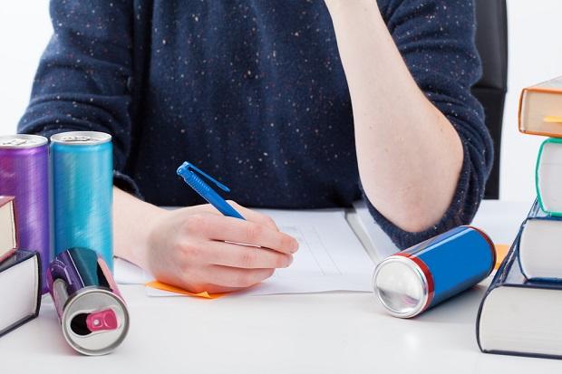Dietologas paaiškino, kam nerekomenduojama gerti energetinių gėrimų