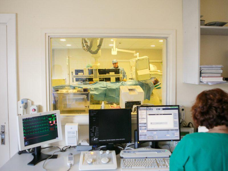 kaip kardiologas apibrėžia hipertenziją hipertenzija dėl supamosios kėdės
