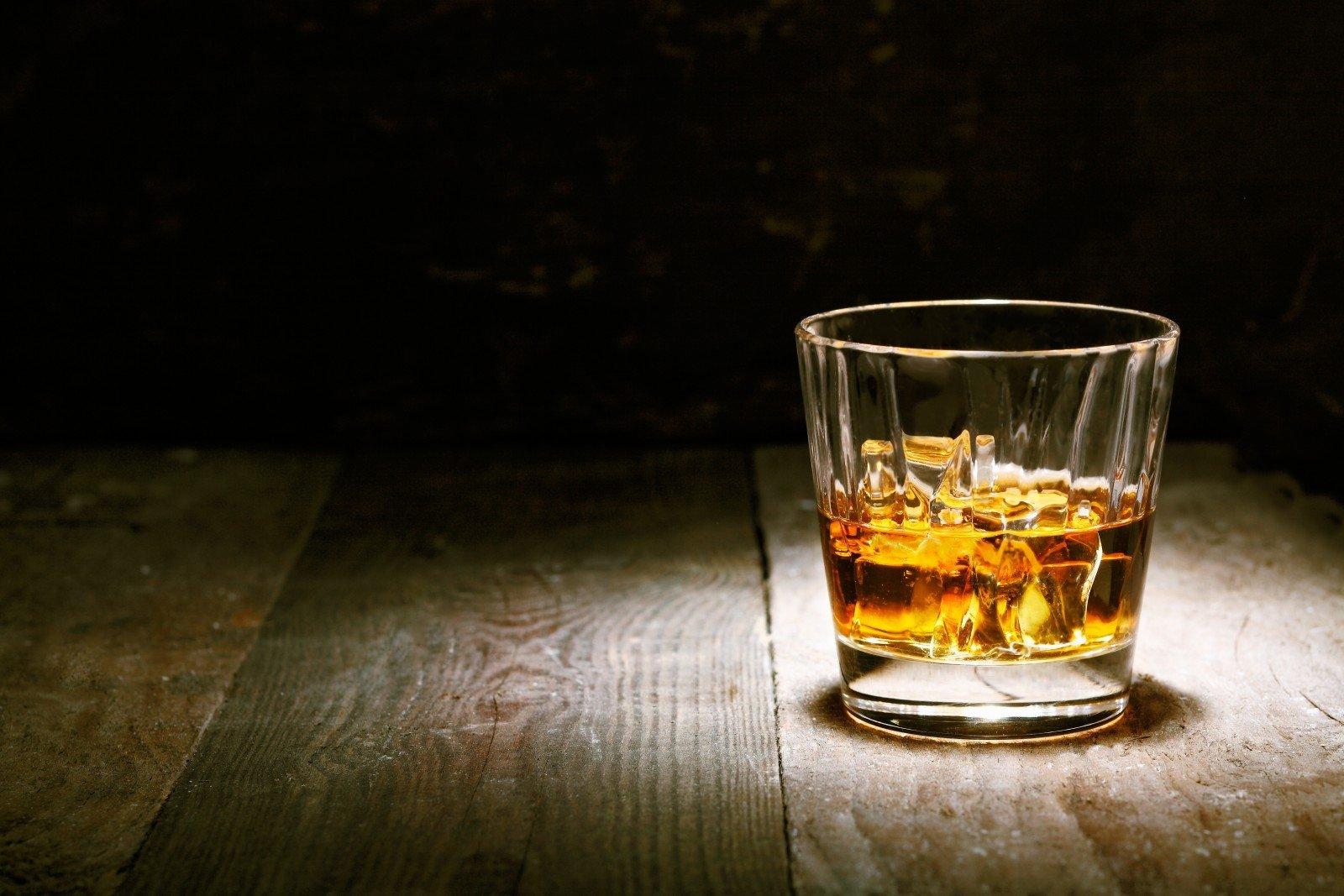 Kokie alkoholio pavojai tyko vasaros metu?