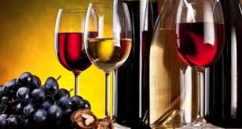 Naudinga ar visgi žalinga gerti vyną?