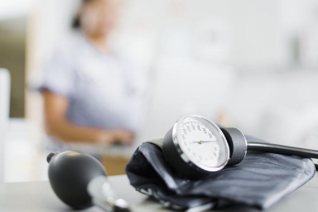 adrenalinas ir hipertenzija normalizuoti kraujospūdžio hipertenziją