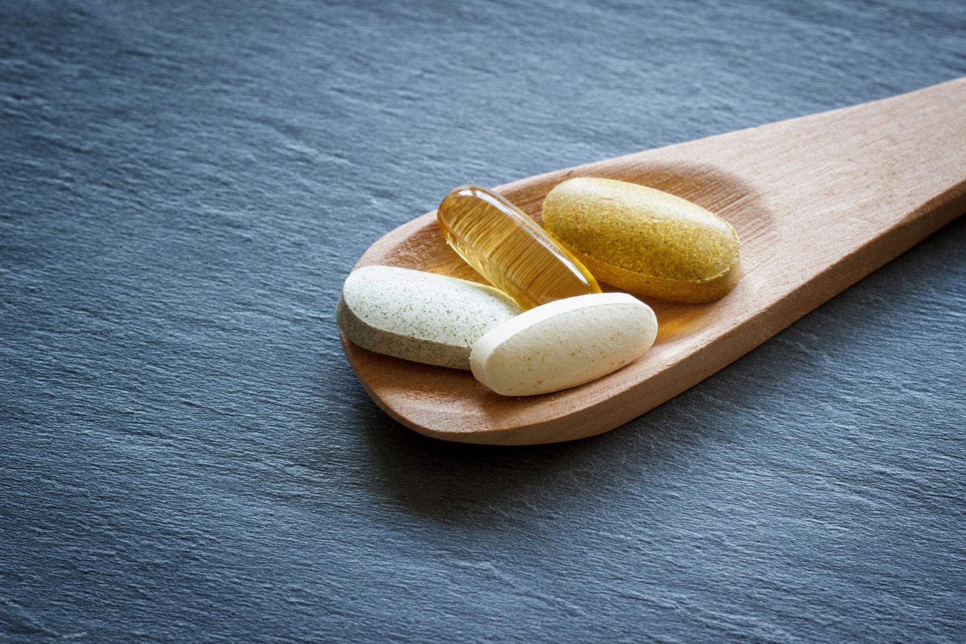 Specialistė paaiškino, kada vitaminai gali atnešti daugiau žalos nei naudos