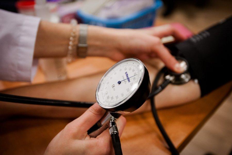 hipertenzija gydant bradikardiją
