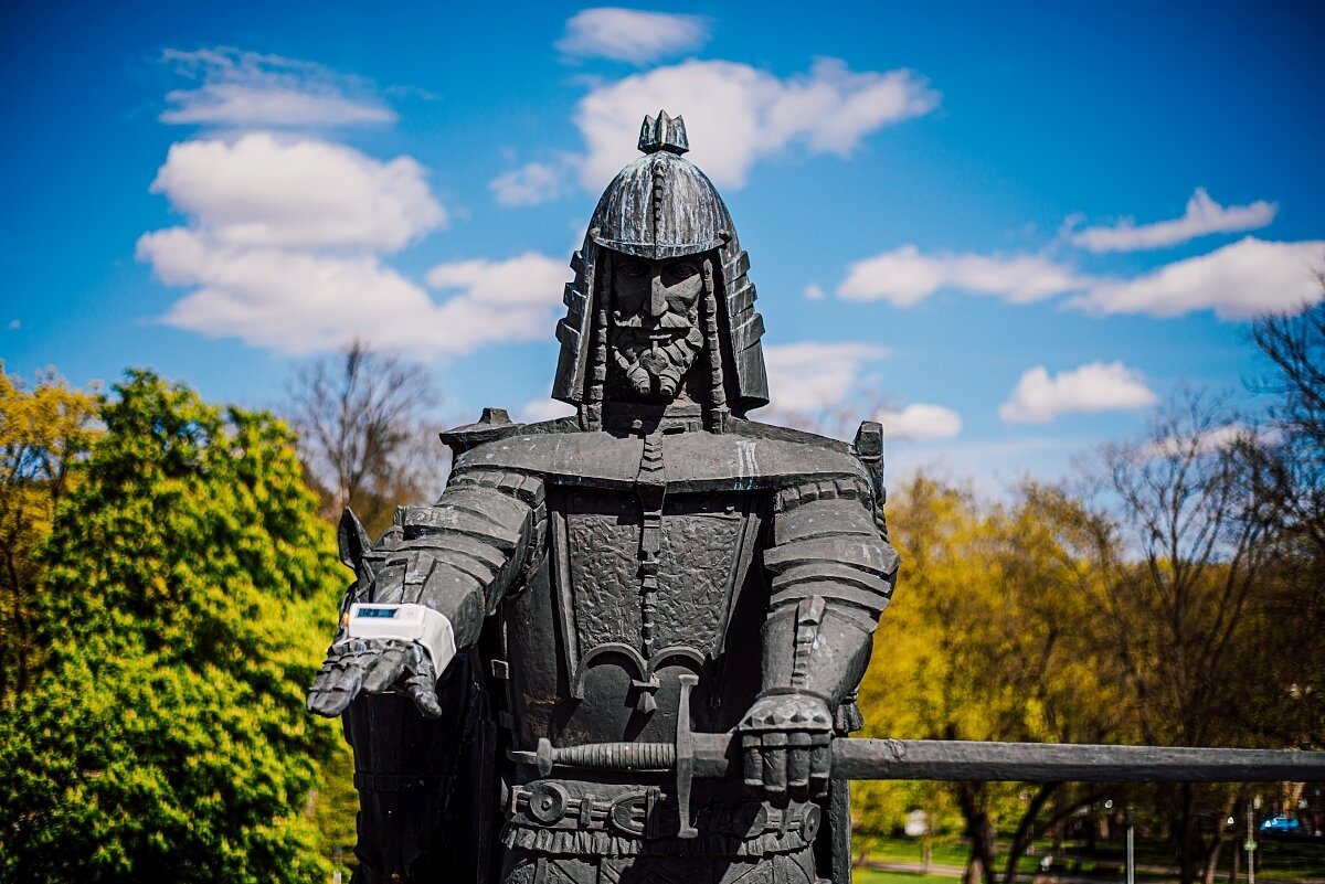 Vilniaus skulptūros matavosi kraujospūdį – kviečia gyventojus sekti jų pavyzdžiu - LRT