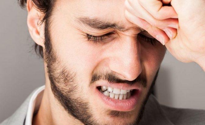 kodėl dėl hipertenzijos skauda galvą