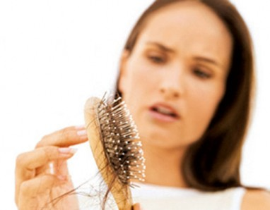 Kodėl slenka plaukai
