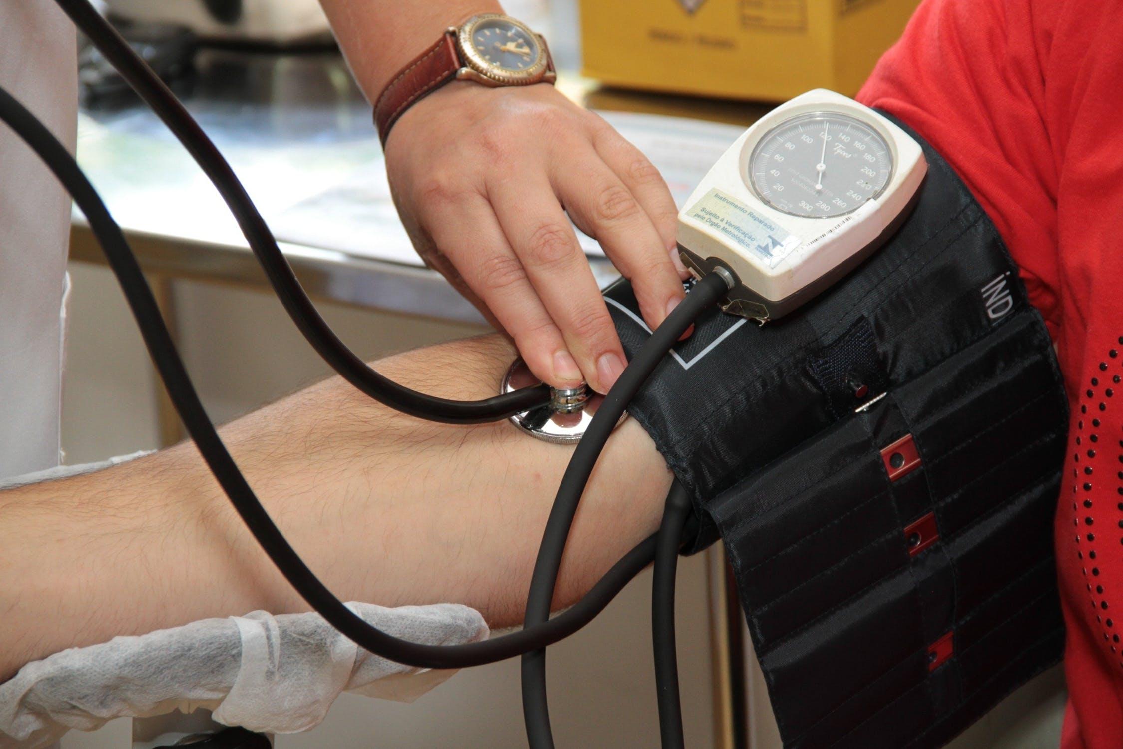 hipertenzija yra nuolat aukštas kraujospūdis)